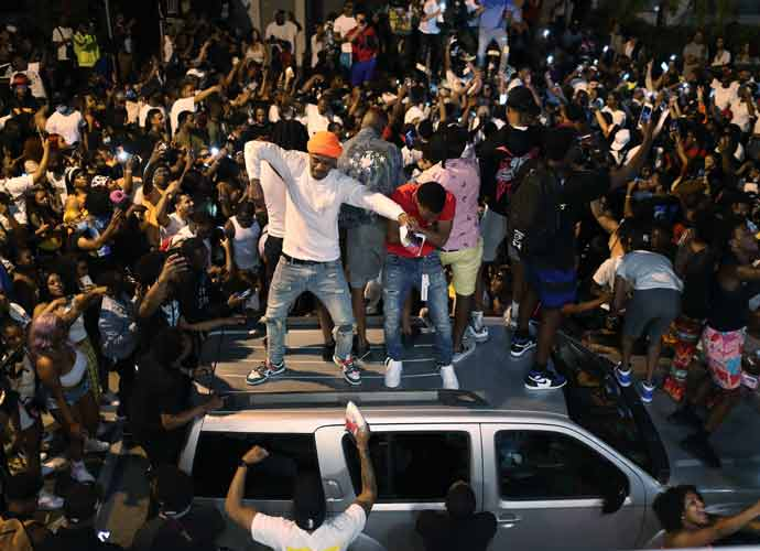 Police Break Up Massive Spring Break Crowds Out After Curfew In Miami Beach