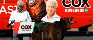 SACRAMENTO, CALIFORNIA - MAY 04: A 1,000 pound bear sits behind California republican gubernatorial candidate John Cox as he speaks during a campaign rally at Miller Regional Park on May 04, 2021 in Sacramento, California. Republican candidate for California governor John Cox kicked off his campaign with a press event that featured a live 1,000 pound bear. He will continue his bus tour across California over the next few days. (Photo by Justin Sullivan/Getty Images)