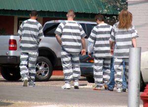 Modern prison chain gang (Image: Wikimedia)